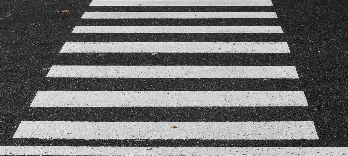 Rodzice postawili fotoradar przed przejściem dla pieszych przy szkole. Najwolniejszy kierowca jechał… 63 km/h