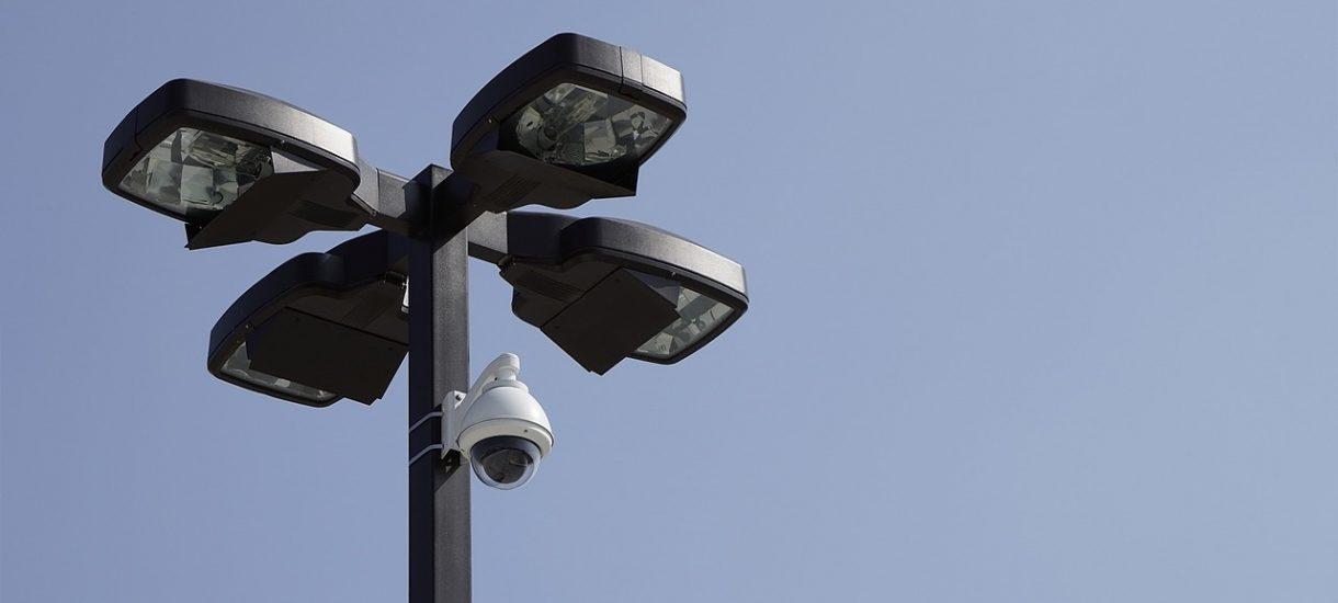 Kamera nad skrzyżowaniem sprawdzi, czy kierowca nie korzysta przypadkiem z telefonu