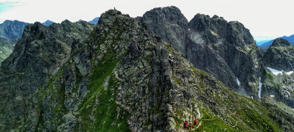 Turyści w Tatrach to wyzwanie dla prawa, bezpieczeństwa i życia. Sprawdzamy co odgiewoncili tego lata