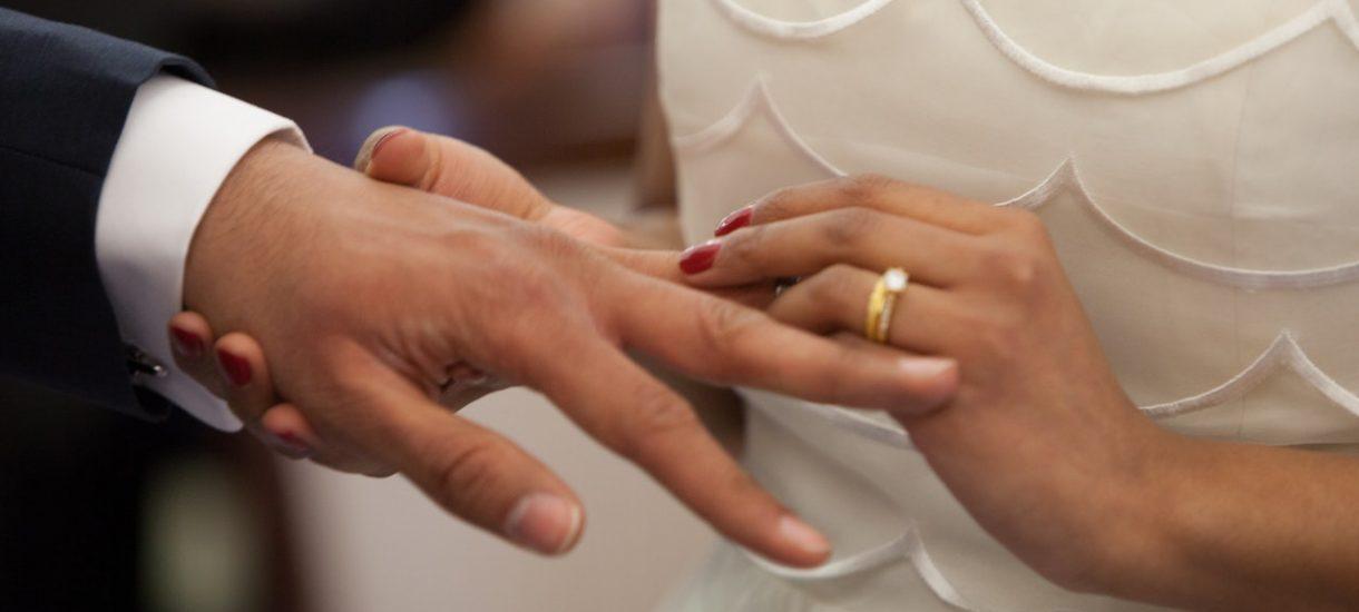 Żona może przejąć pensję męża, a mąż – żony. Wystarczy, że małżonek wydaje pieniądze tylko na swoje potrzeby