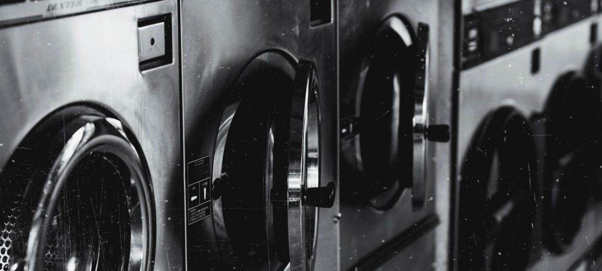 """Najnowszy film Netflixa """"The Laundromat"""" wprost wyjaśnia, po co nam Centralny Rejestr Beneficjentów Rzeczywistych"""