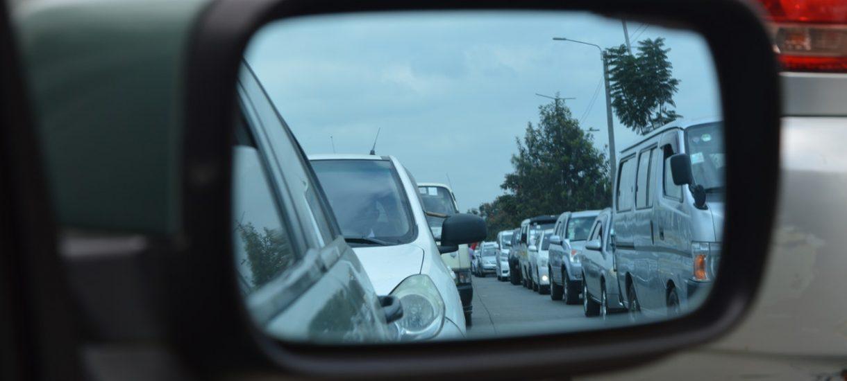 Sejm uchwala obowiązek jazdy na suwak, tylko oczywiście robi to nieudolnie i nie wiadomo na jakich zasadach