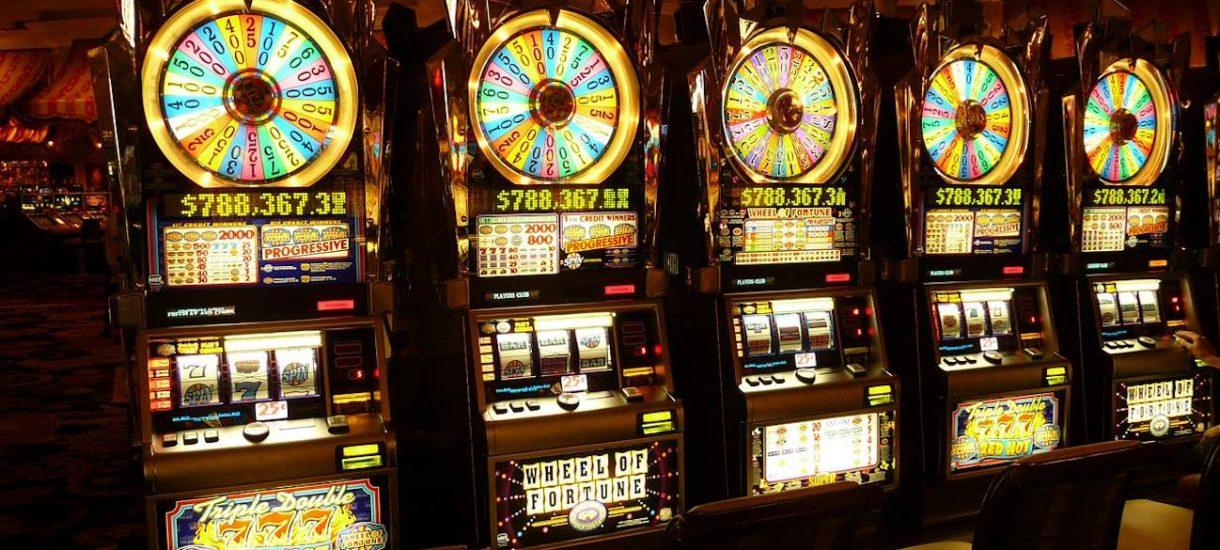 Hazard online w Polsce i za granicą. Jakie obowiązki wobec operatorów nakłada ustawodawca i kto opiekuje się prawami konsumenta?