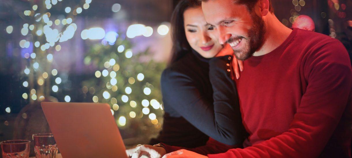 Jak nie dać się oszukać podczas zakupów przez internet? Jest parę rzeczy, które warto sprawdzić