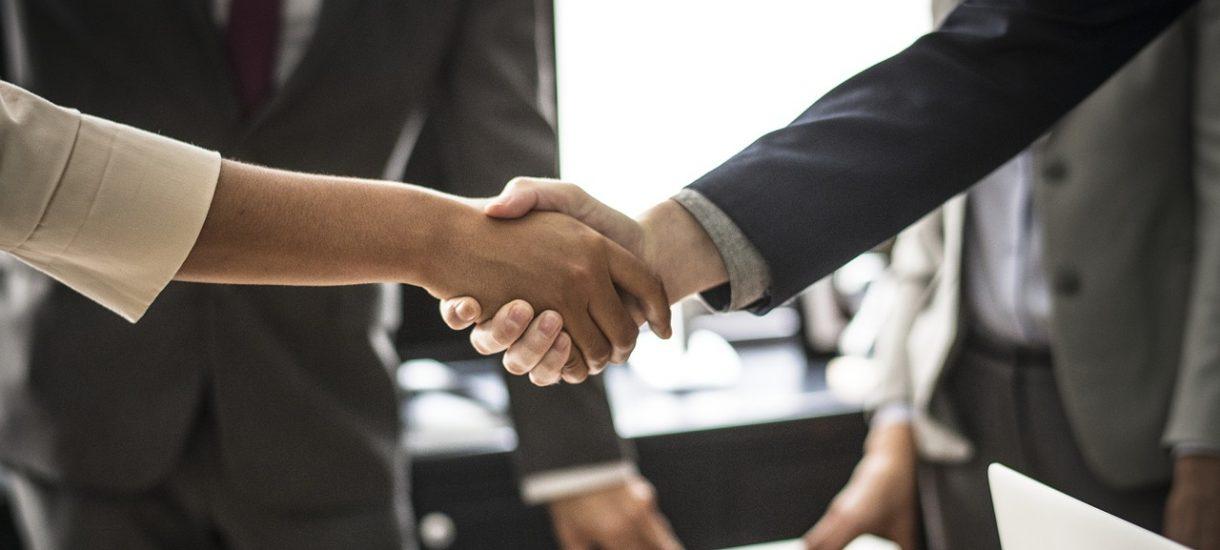 Zanim zawrzesz umowę z kontrahentem, sprawdź czy jest godny zaufania. Nie tylko na białej liście podatników VAT