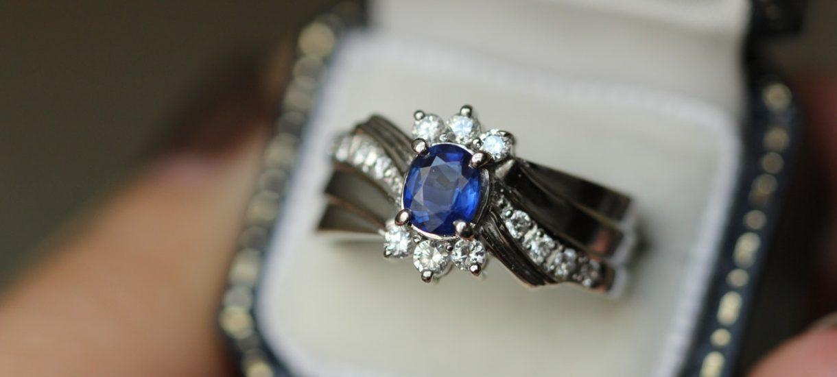Jeśli kupiłeś przyszłej żonie pierścionek z diamentem, to daliście się oszukać. Ich wartość jest znikoma