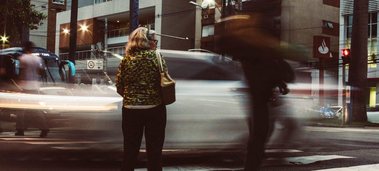 Klaudia Jachira postuluje, by wtargnięcie na jezdnię zniknęło z kodeksu wykroczeń, ale właściwy przepis jest w innej ustawie