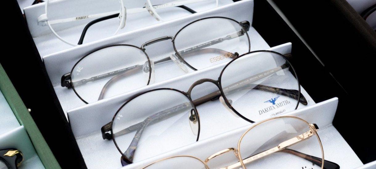 Zwrot kosztów okularów pracownika to obowiązek każdego pracodawcy i nie ma od niego ucieczki