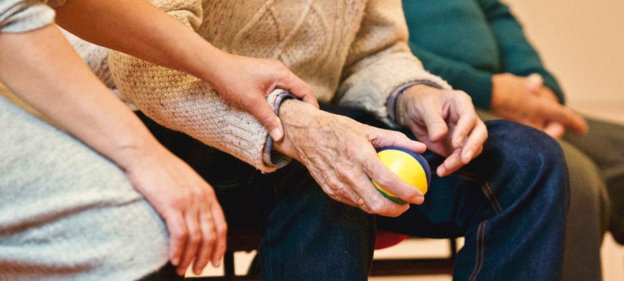 """PiS dalej """"przywraca Polakom godność"""" i planuje swoiste obniżenie wieku emerytalnego. Czy to jest jakkolwiek rozsądne?"""