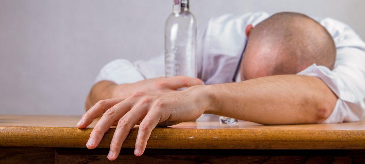 Gminna Komisja Rozwiązywania Problemów Alkoholowych w Miliczu ma problem. Jej przewodniczący został złapany na jeździe po pijaku