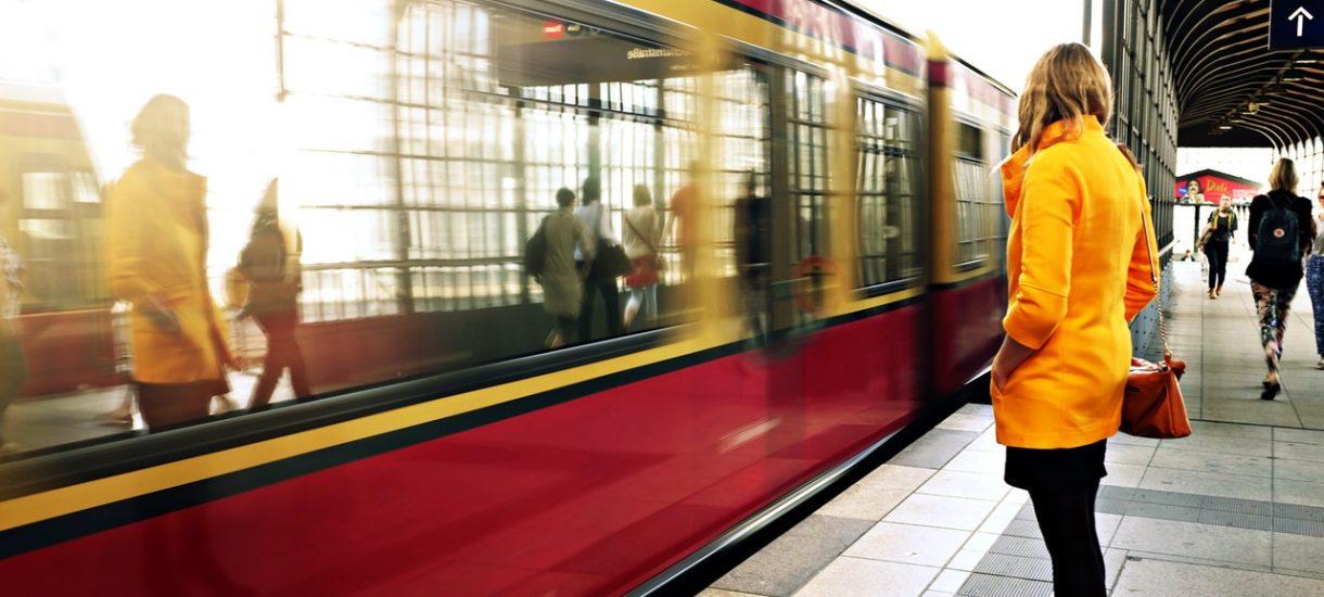Jeśli twoja stopa stanęła na pokładzie pociągu lub autobusu, to zawarłeś umowę z przewoźnikiem. Nieważne czy masz bilet, czy też nie