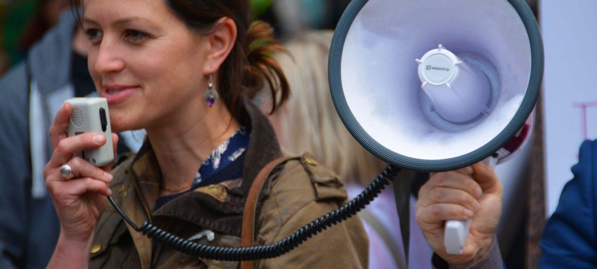 Pracownicy narzekają w sieci na swoich pracodawców. Przerażeni szefowie: to może nas kosztować 1/4 dochodów