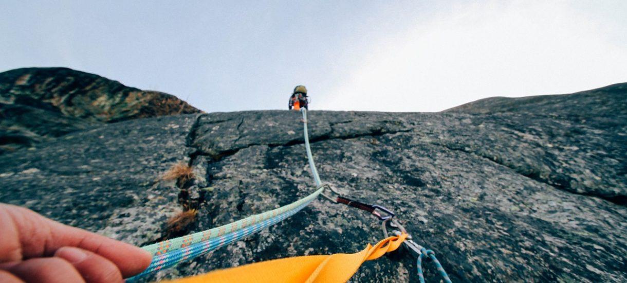 W jaki sposób Paczkomat znalazł się na wysokości 8000 metrów? Pytajcie władze InPostu, Pekao czy Orlenu