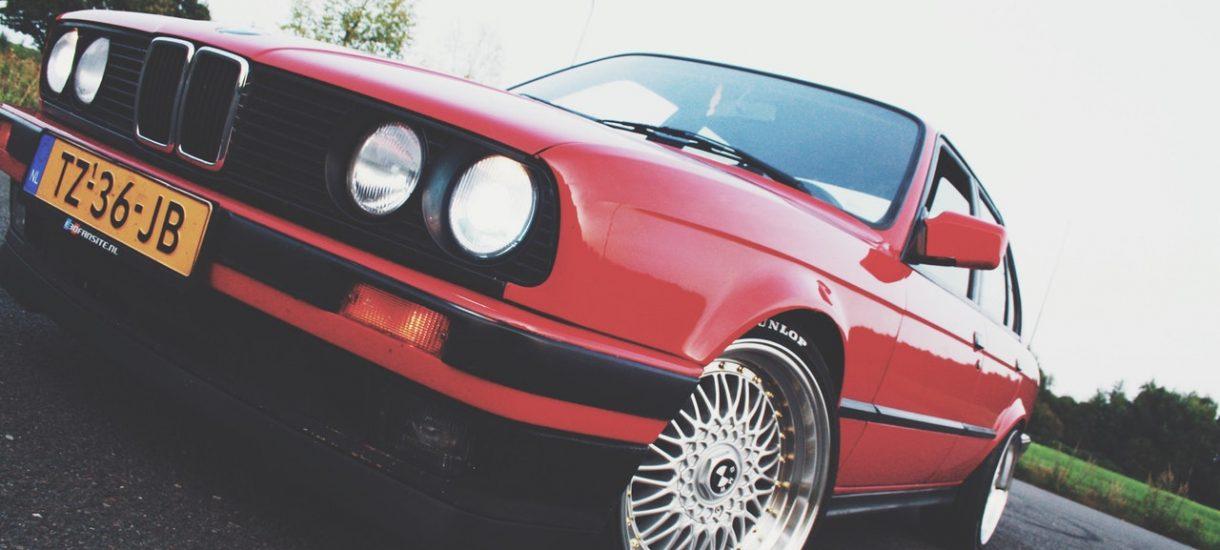 Myślisz, że kierowcy BMW są najbardziej agresywni? Nic z tego, więcej szkód powodują… kierowcy Volvo