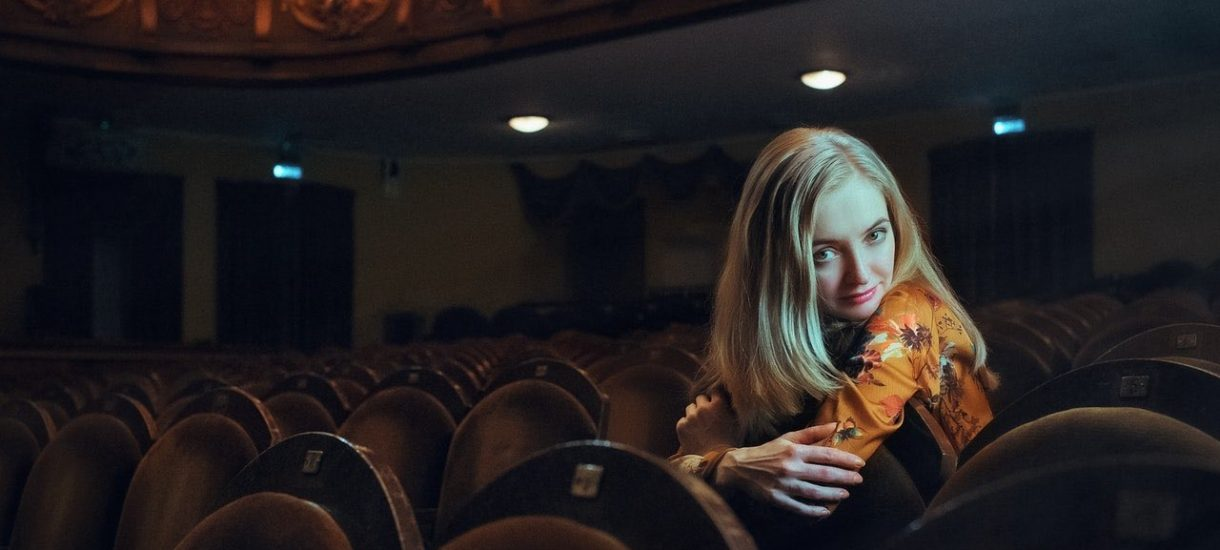Pod Warszawą otwarto kino bez popcornu i reklam. Co dalej, ludzie zaczną drukować wiadomości na papierze?