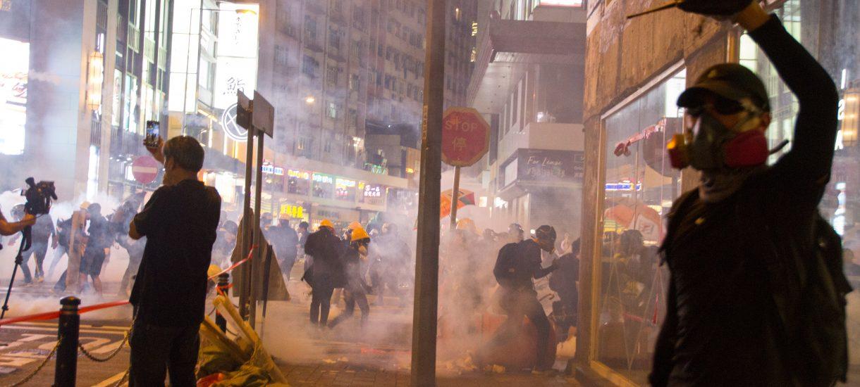 Protesty w Iranie przeciwko podwyżkom cen benzyny – są zabici, internet wyłączony już na przeszło 60 godzin
