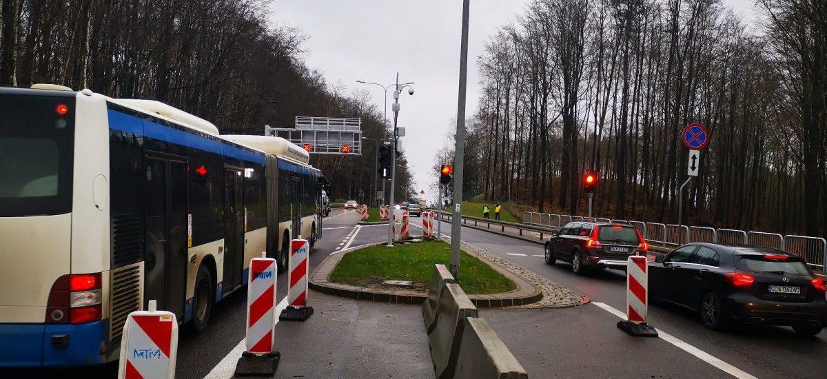 W Gdyni od dziś autobusy miejskie jeżdżą… pod prąd. To pionierski pomysł w skali kraju