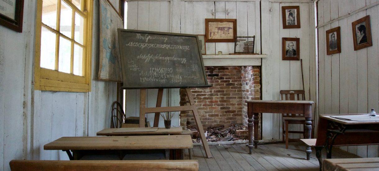 Szkoła w Sierpcu postanowiła, że nie będzie wystawiać ocen. Czy tak w ogóle można?