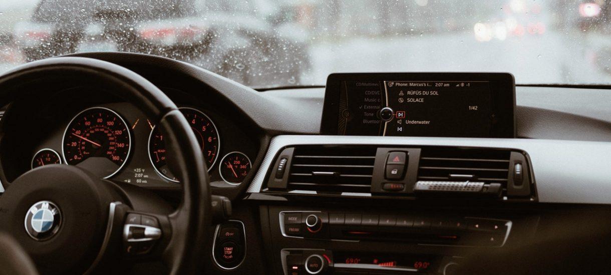 Cofnięty licznik nawet o… 300 tysięcy kilometrów! Nowe uprawnienia drogówki przynoszą efekty. Jak ustrzec się kłopotów?