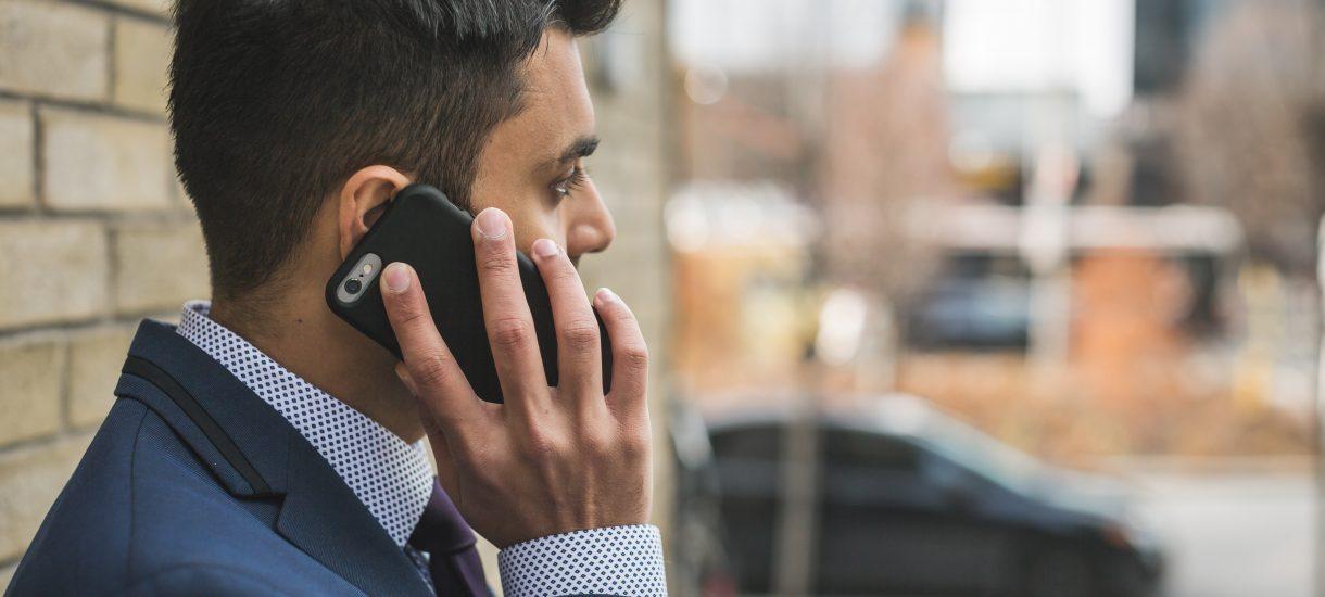 Rozmowy przez telefon powodują raka? Tak uznał włoski sąd