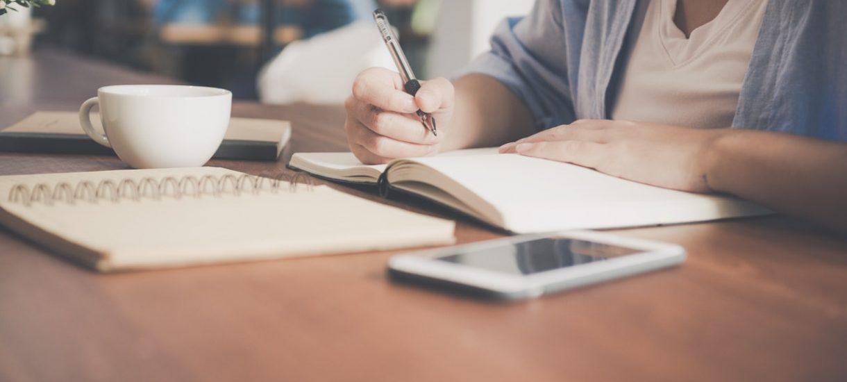 Co powinno znaleźć się w dokumentacji pracowniczej i jakie obowiązki w tym zakresie nakładają na pracodawcę przepisy?