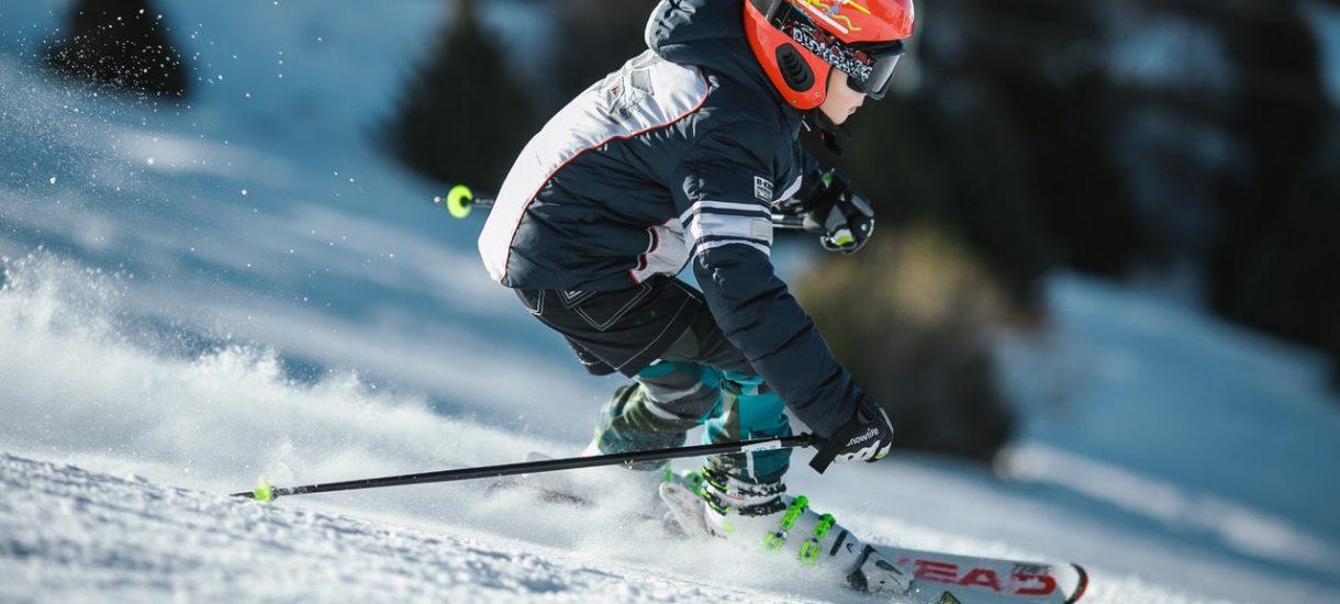 Jeśli wypożyczalnia sprzętu chce zatrzymać dowód osobisty lub zrobić mu ksero, to pogróź jej kijkiem narciarskim