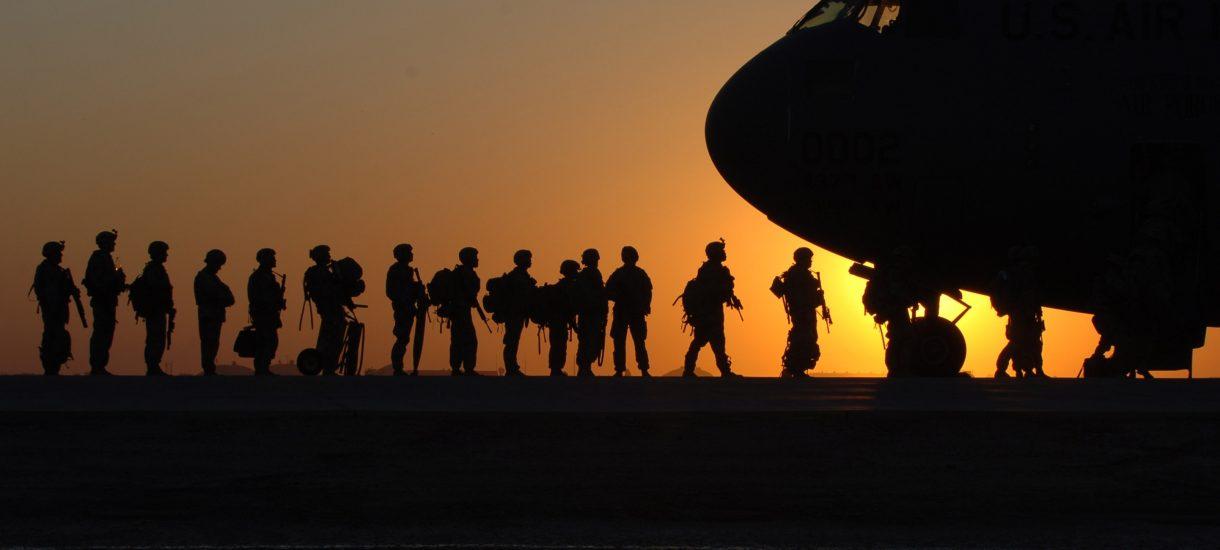 Irak wyrzuca Amerykanów z terytorium swojego kraju, ci wcale nie zamierzają się z niego ruszać – a to tylko wierzchołek góry lodowej