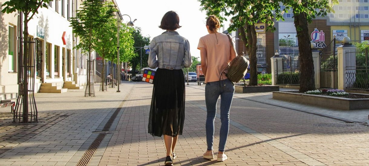 Opłata za chodzenie po chodniku. To nie żart, w jednym z polskich miast naprawdę tak jest