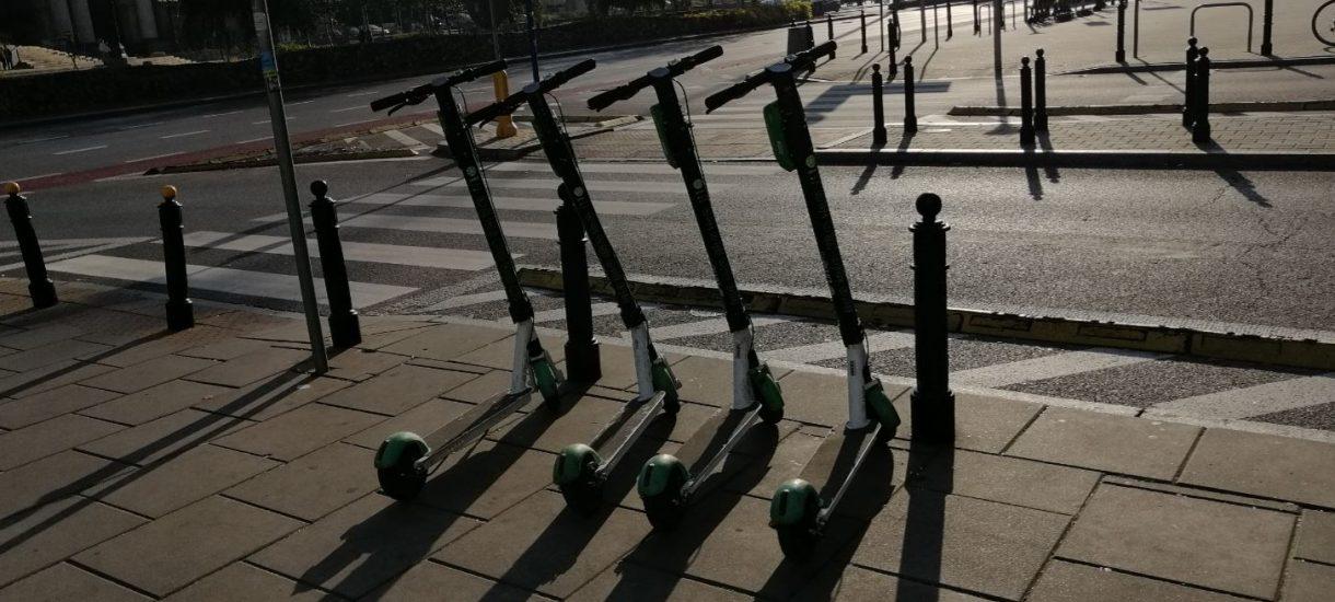 To już koniec taniego parkowania w miastach. Wszyscy przesiądziemy się na hulajnogi?