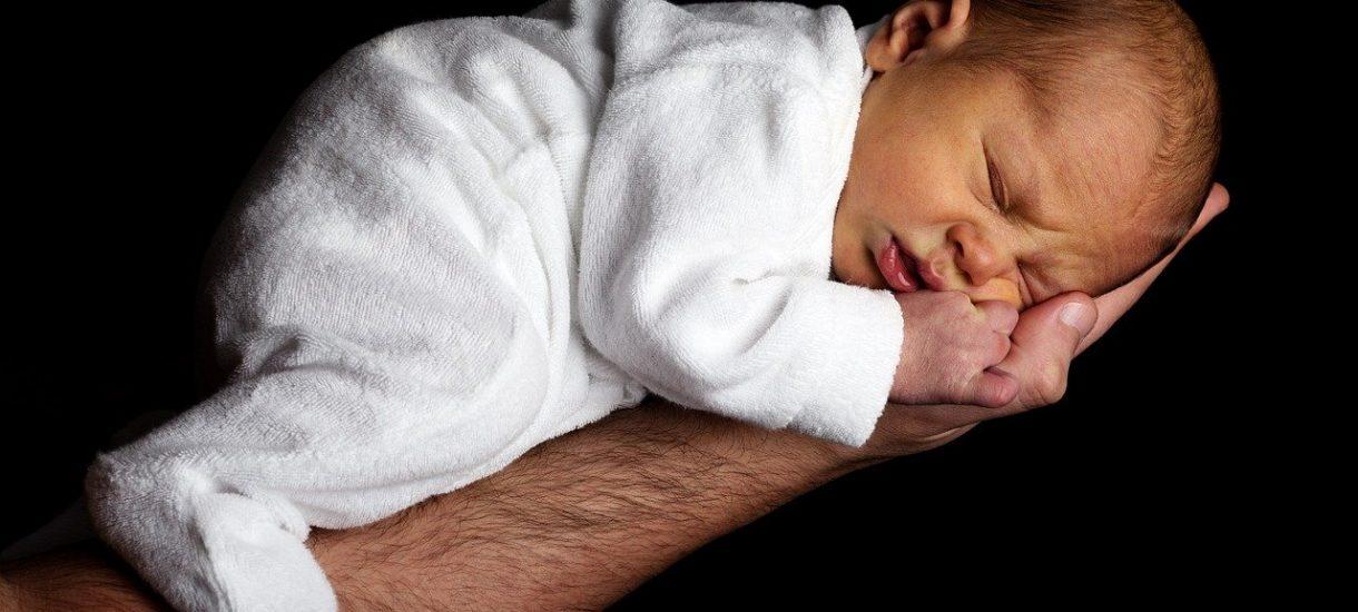 Pijana kobieta urodziła dziecko. Prokuratura postanowiła jednak umorzyć postępowanie, bo płód w świetle prawa nie jest człowiekiem