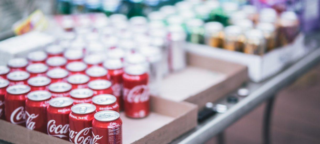Coca-Cola wstrzymuje dostawy do Intermarche i Netto. Wszystko przez to, że zdrowe napoje są lepiej eksponowane i mają więcej miejsca na półkach