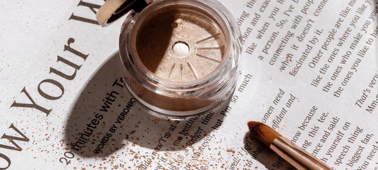 Znane marki kosmetyczne mogą produkować szkodliwe dla zdrowia produkty? Tak twierdzi popularny vloger, a Polski Związek Kosmetyczny ostro reaguje