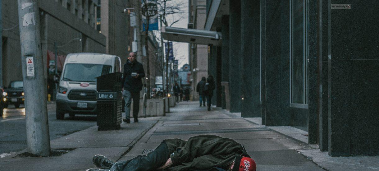 Dworzec w Świdnicy nie dla osób o niechlujnym wyglądzie – tamtejsi radni chcą w ten sposób chronić podróżnych przed zaczepkami ze strony bezdomnych