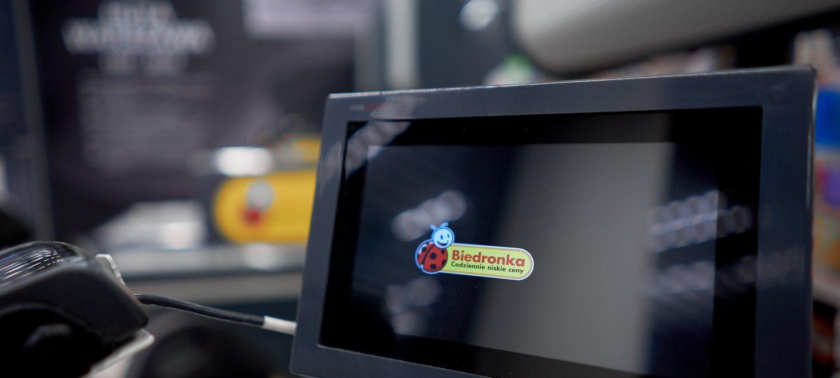 """""""Zakupowy Tinder"""" w Biedronce dla osób starszych i specjalna karta. Sieć chce pomóc seniorom"""