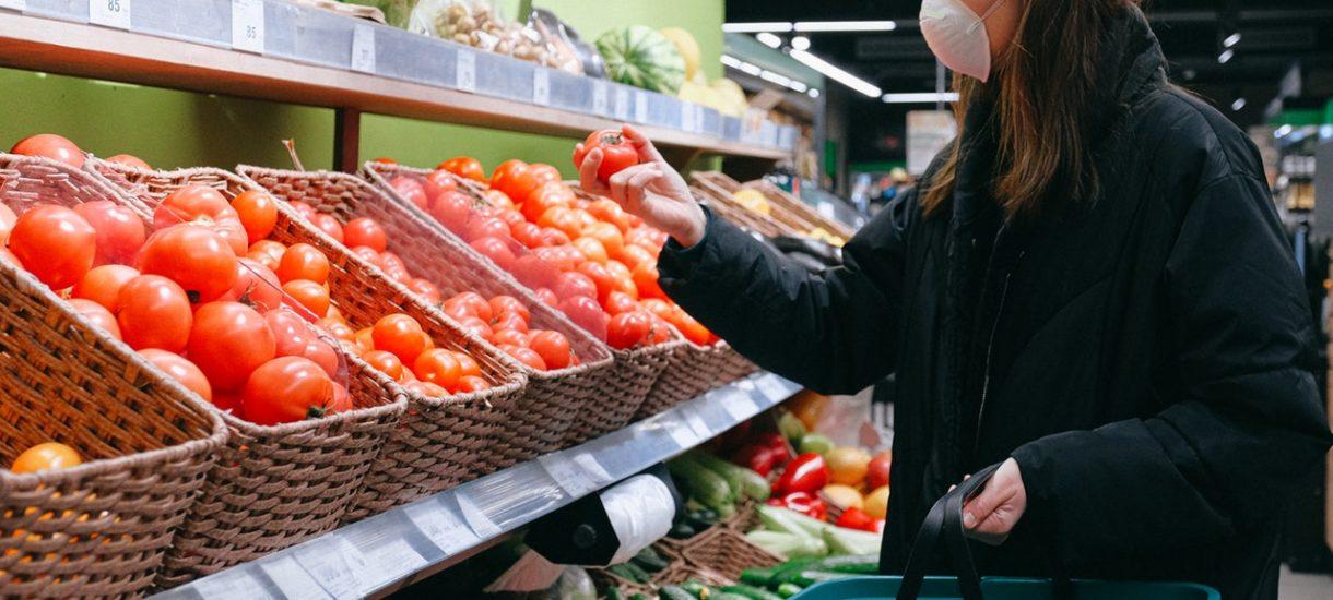 Kara dla sklepów w wysokości nawet 5 mln zł za zawyżanie cen. Carrefour tymczasem wprowadza gwarancję niezmienności cen