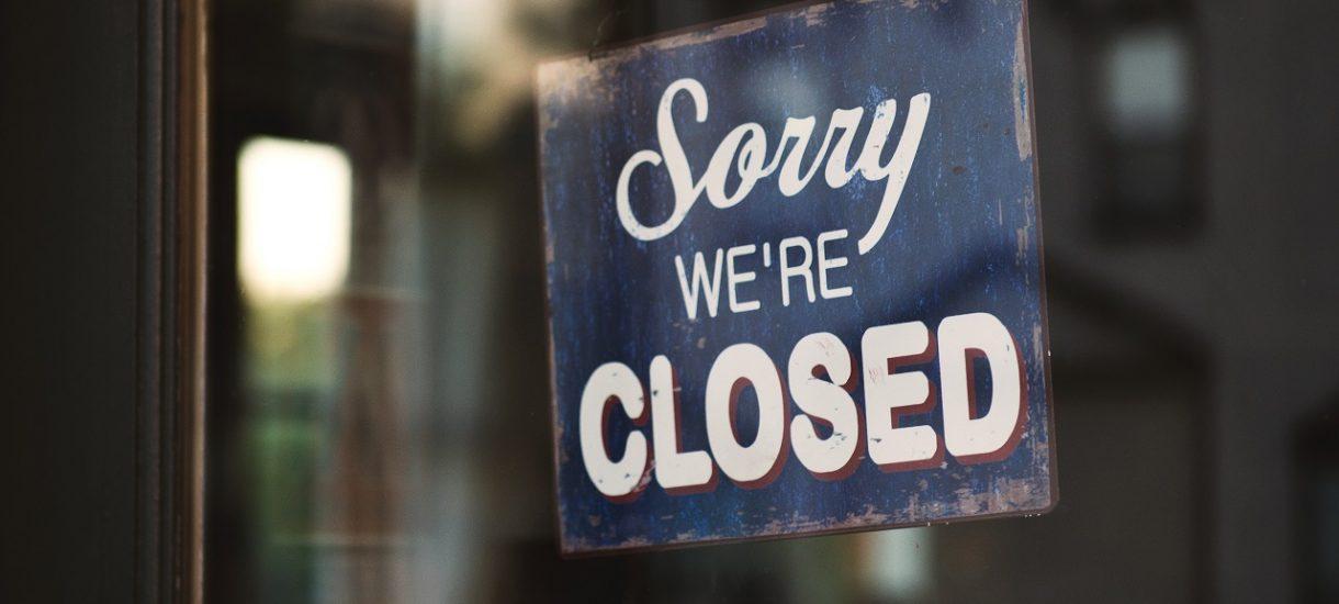 Pracodawca z powodu koronawirusa wysyła cię na urlop wypoczynkowy lub bezpłatny? Możesz mu odmówić