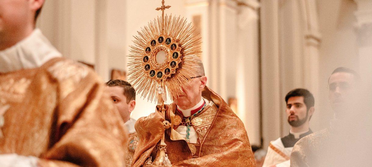 Dlaczego Kościół katolicki w Polsce chce wykończyć swoich wiernych? Niezrozumiałe działania Episkopatu Polski