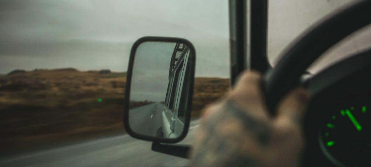 Dziewięciu na dziesięciu kierowców ostentacyjnie przyspiesza po minięciu fotoradaru. To dużo mówi o naszym szacunku do prawa