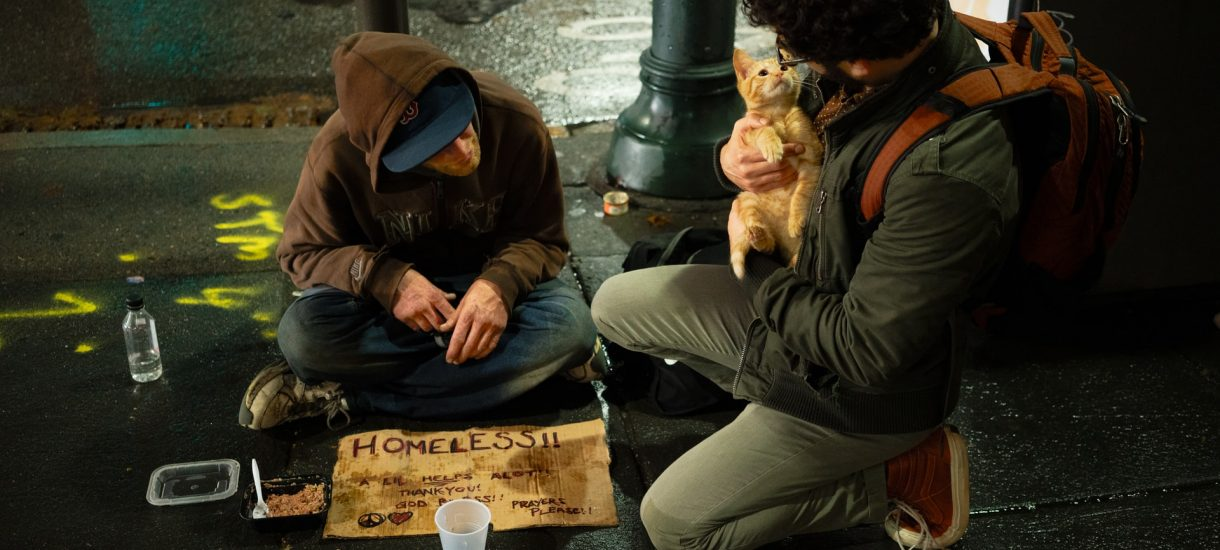 Francuzi karzą bezdomnych grzywnami za to, że ci nie poddają się kwarantannie domowej