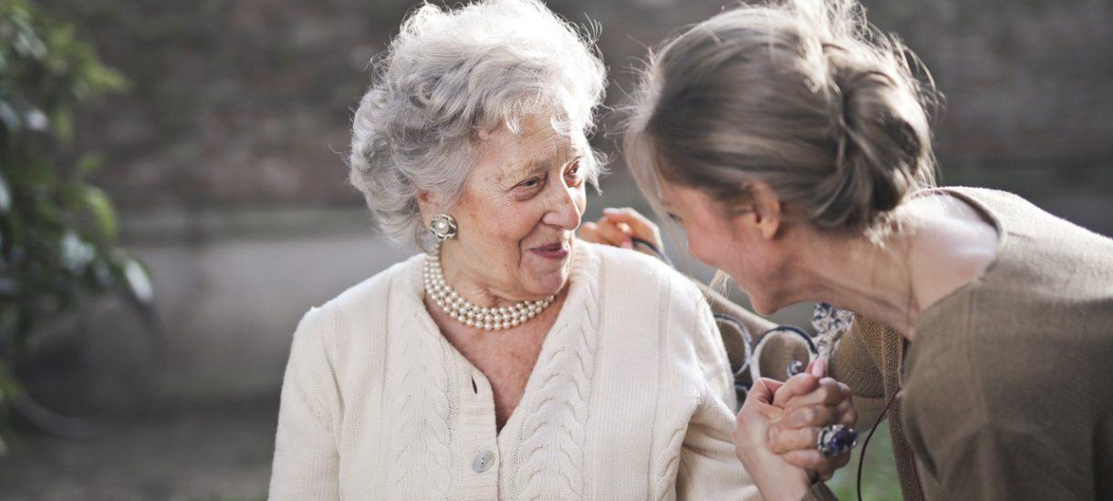 Kobieta otrzymała wysokie zadośćuczynienie za śmierć prawie 100-letniej matki. Sędziwy wiek nie miał znaczenia, liczyła się przede wszystkim silna więź emocjonalna