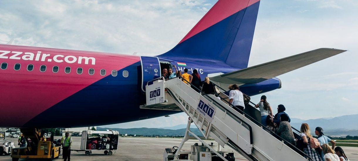 Wizz Air zwraca pieniądze za loty z racji koronawirusa. Oddaje całość, a czasem nawet z nawiązką