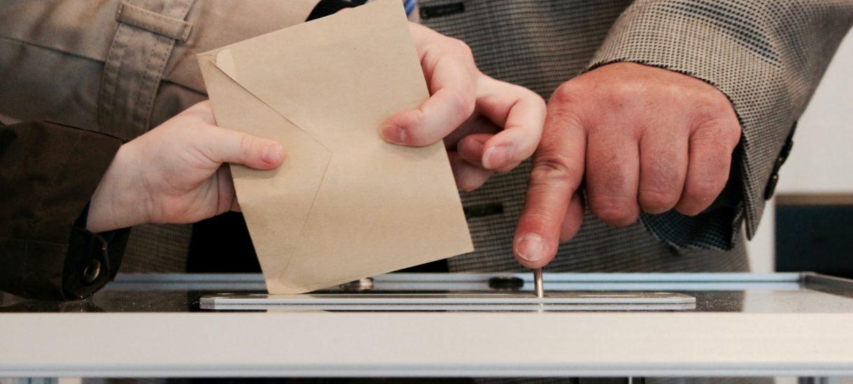 Bojkot wyborów korespondencyjnych – zniszczenie lub ukrycie własnej karty prawie uznano za przestępstwo. Na szczęście można już legalnie nie zagłosować