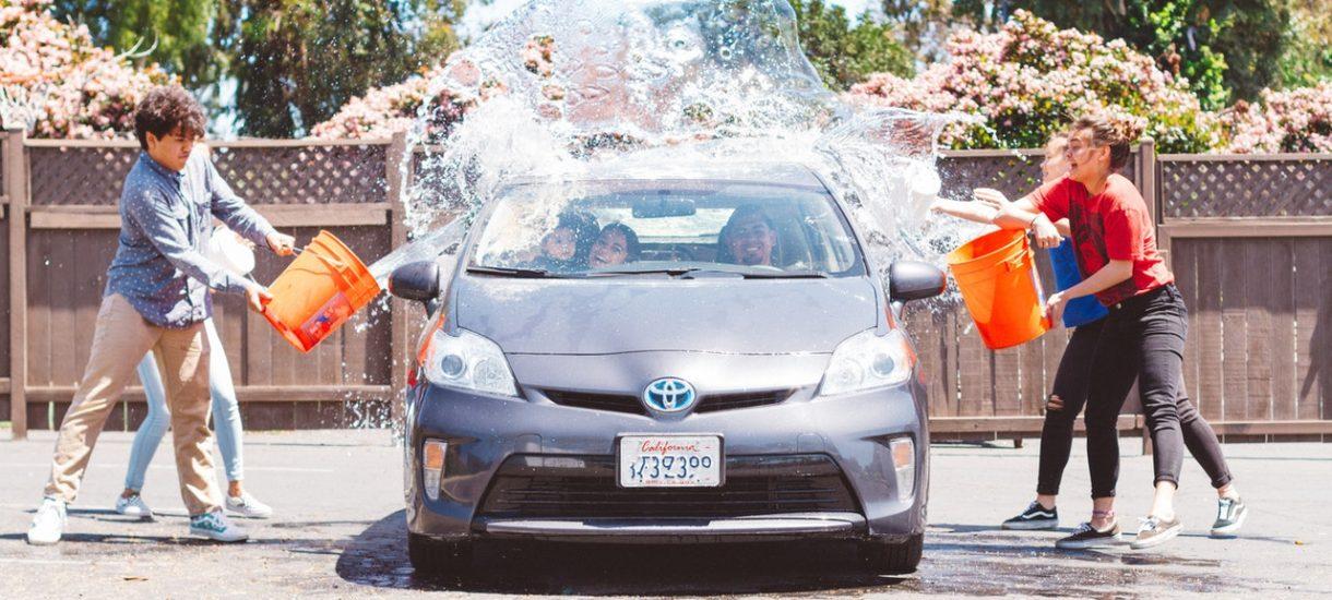 Czego nie można robić w czasie epidemii? Na przykład… myć auta. A weekend przyniósł więcej takich niespodzianek