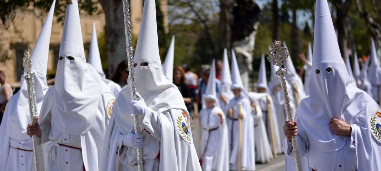 Na południu USA znów będzie można nosić maski. Zakazano tego w obawie przed Ku Klux Klanem