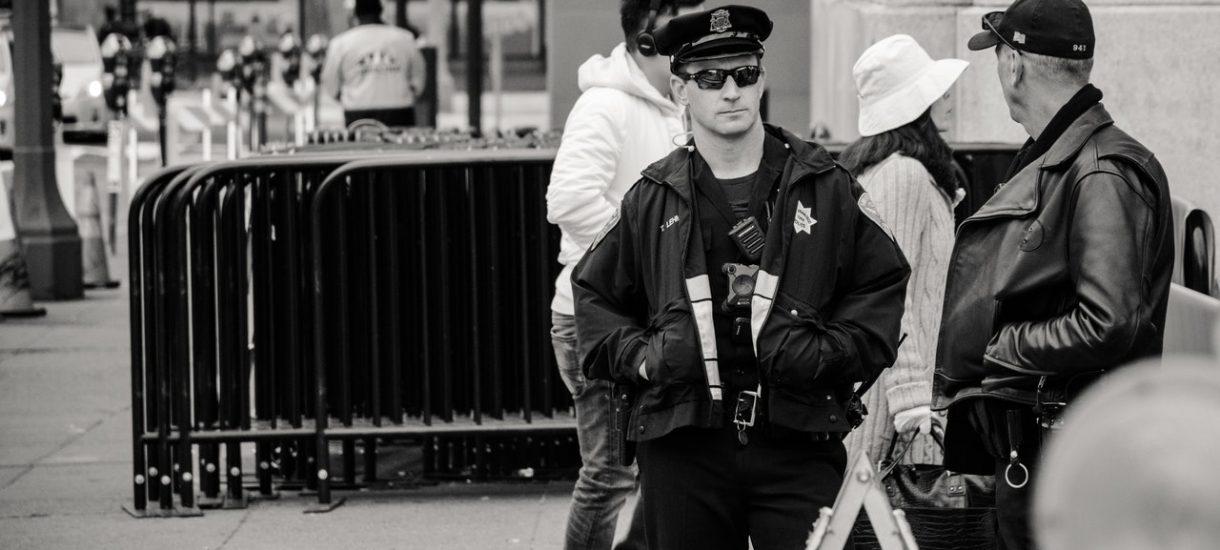 Kiedy policjant może wylegitymować obywatela? Przepisy są nie do końca jasne