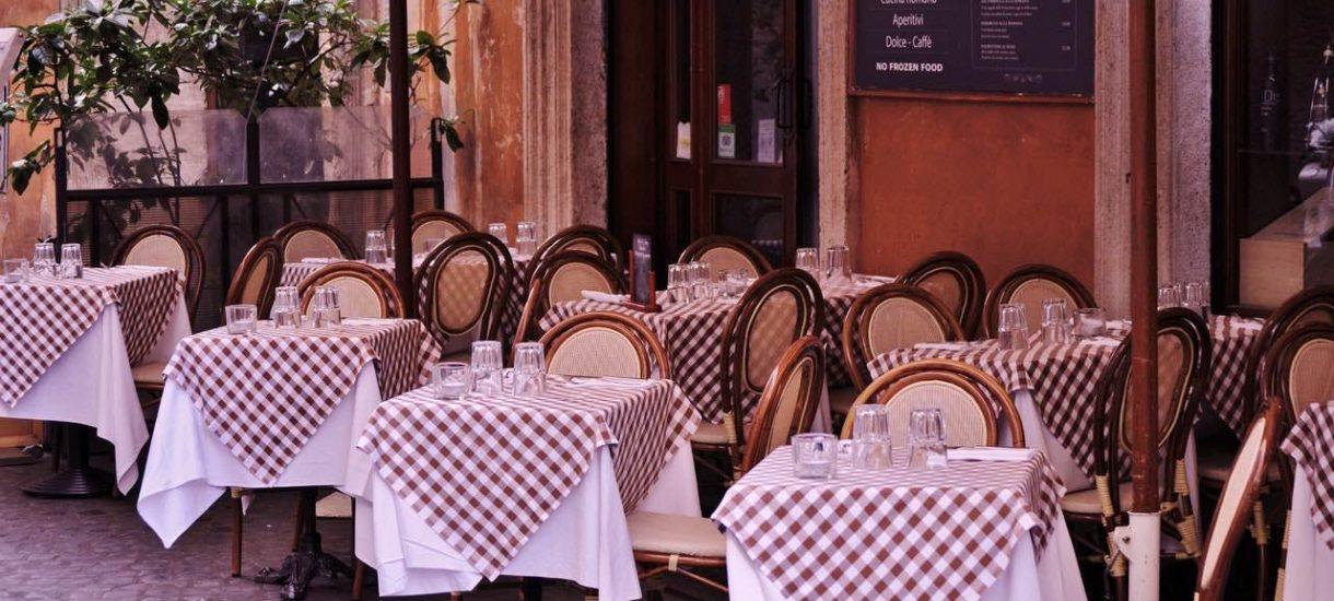 Otwarcie restauracji 18 maja. Klienci zjedzą tylko w ogródkach z obsługą kelnera, ale przynajmniej bez maseczek na twarzy