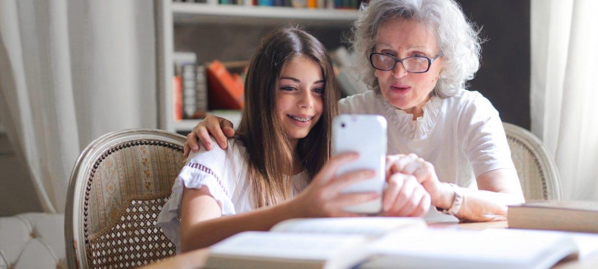 Babcia publikowała zdjęcia wnuków bez zgody rodziców. Teraz może słono zapłacić