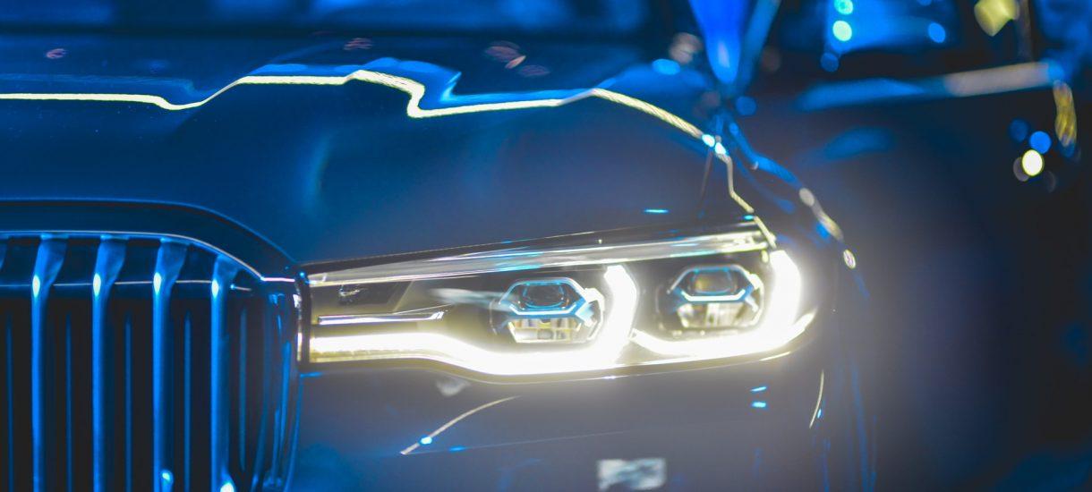 Będzie można zarejestrować nowy pojazd przez internet, a tablice otrzymać kurierem? Tego chce Związek Dealerów Samochodowych