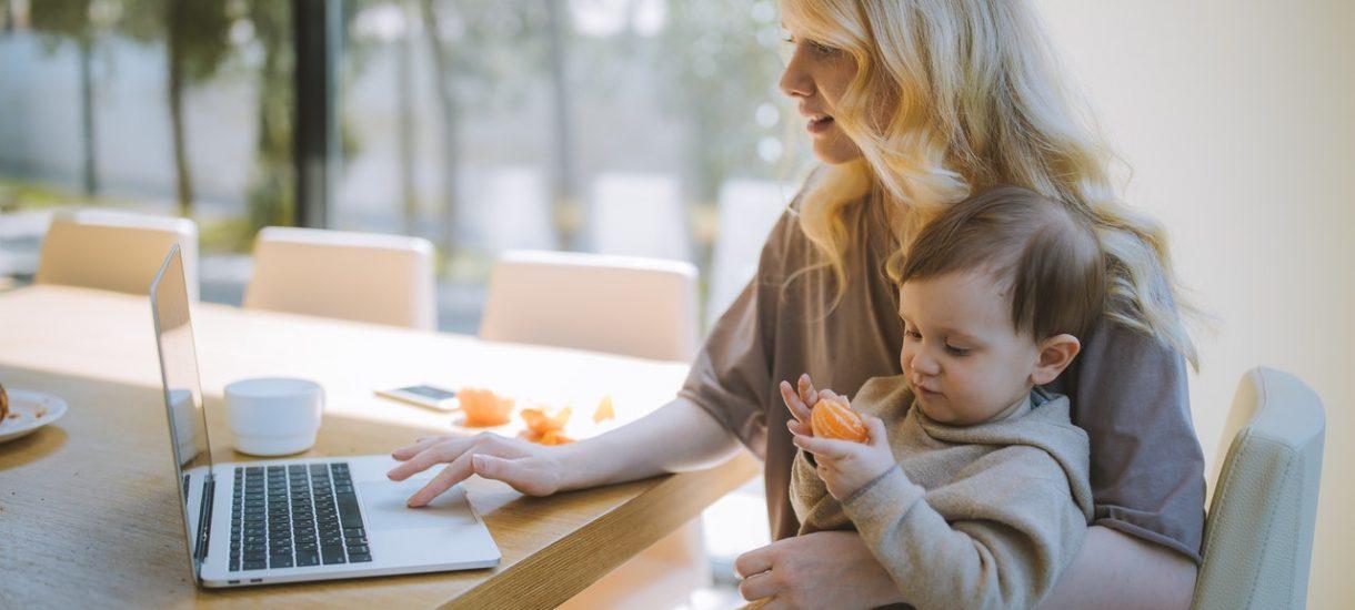 Zmniejszenie wynagrodzenia w ramach tarczy – jak wpłynie na sytuację kobiet w ciąży i na urlopie macierzyńskim?