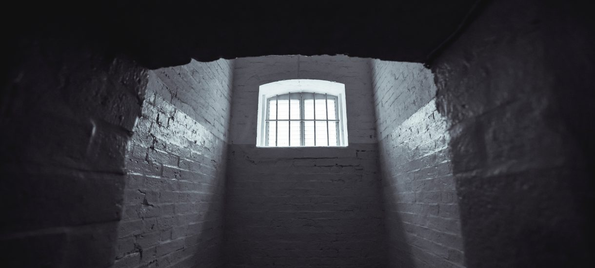 Do więzienia za aborcję albo błąd w sztuce lekarskiej: Tarcza Antykryzysowa 4.0 zaostrza politykę karną poprzez ukradkową zmianę art 37a kodeksu karnego